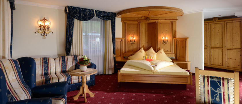 Hotel Alte Post, St. Anton, Austria - Double bedroom.jpg